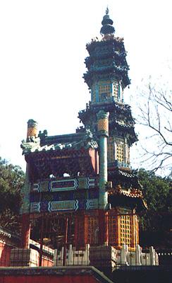 颐和园后山琉璃塔前的小牌楼
